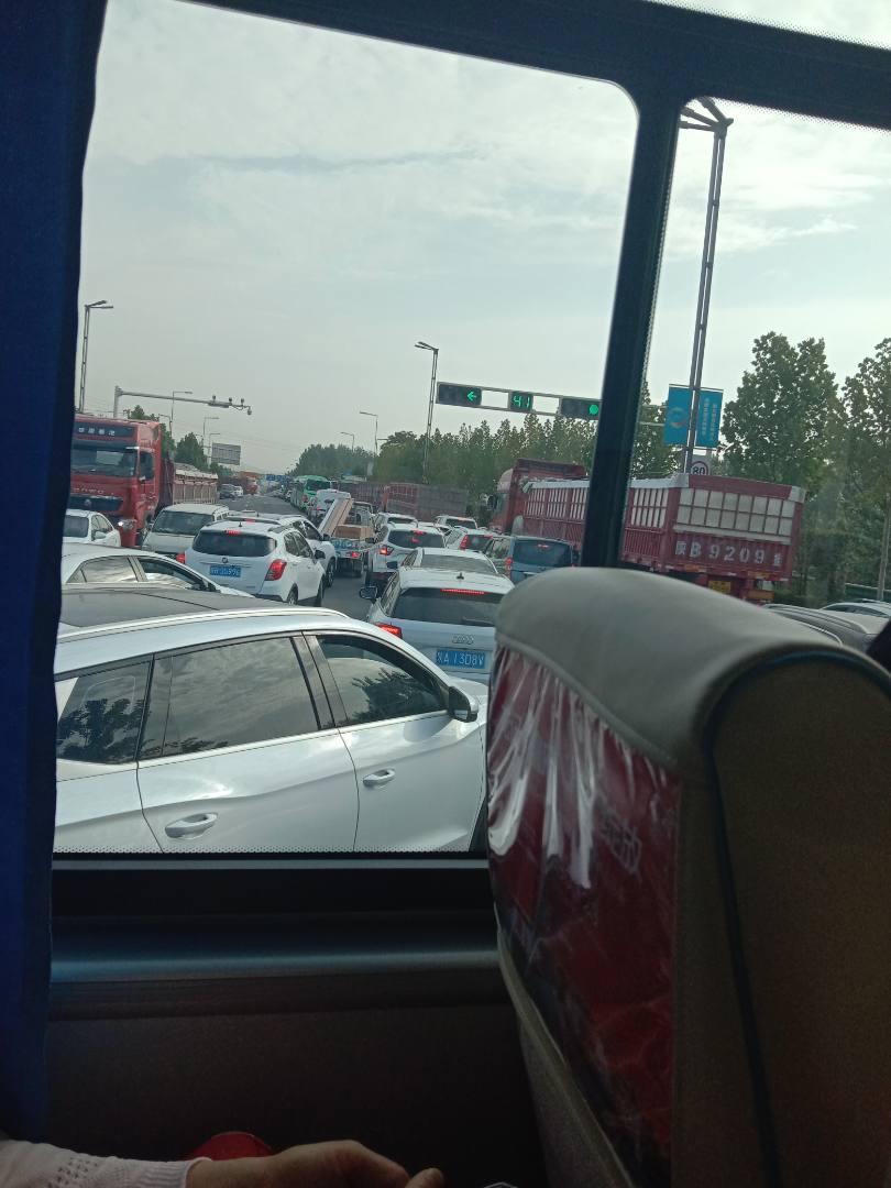 210国道这里堵实了,上王益,印台的建议走高速